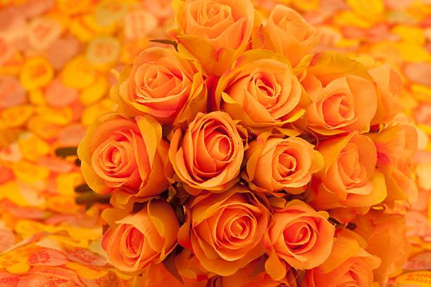 peach rosen bouquet, liebe und romantik, selektiven fokus, warmen ton - 525d stock-fotos und bilder