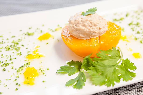 peach with tuna – Foto