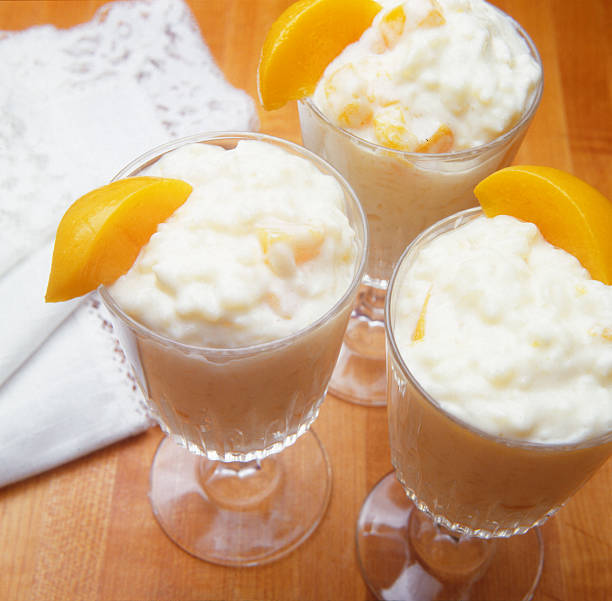 Peaches and rice pudding (Pêches et pudding aux riz) A classic desert made with peaches and rice pudding. riz stock pictures, royalty-free photos & images