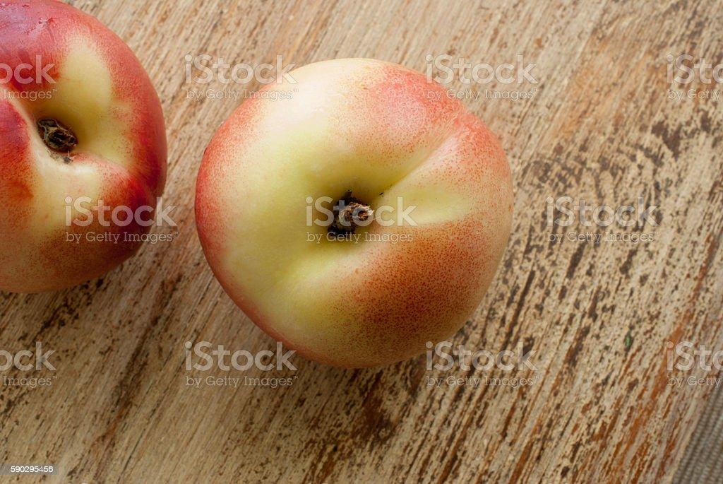 Peaches lie on weathered wooden surface royaltyfri bildbanksbilder