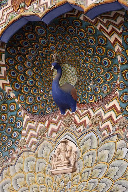 peacock dekoration im stadtpalast von jaipur - pfau bilder stock-fotos und bilder
