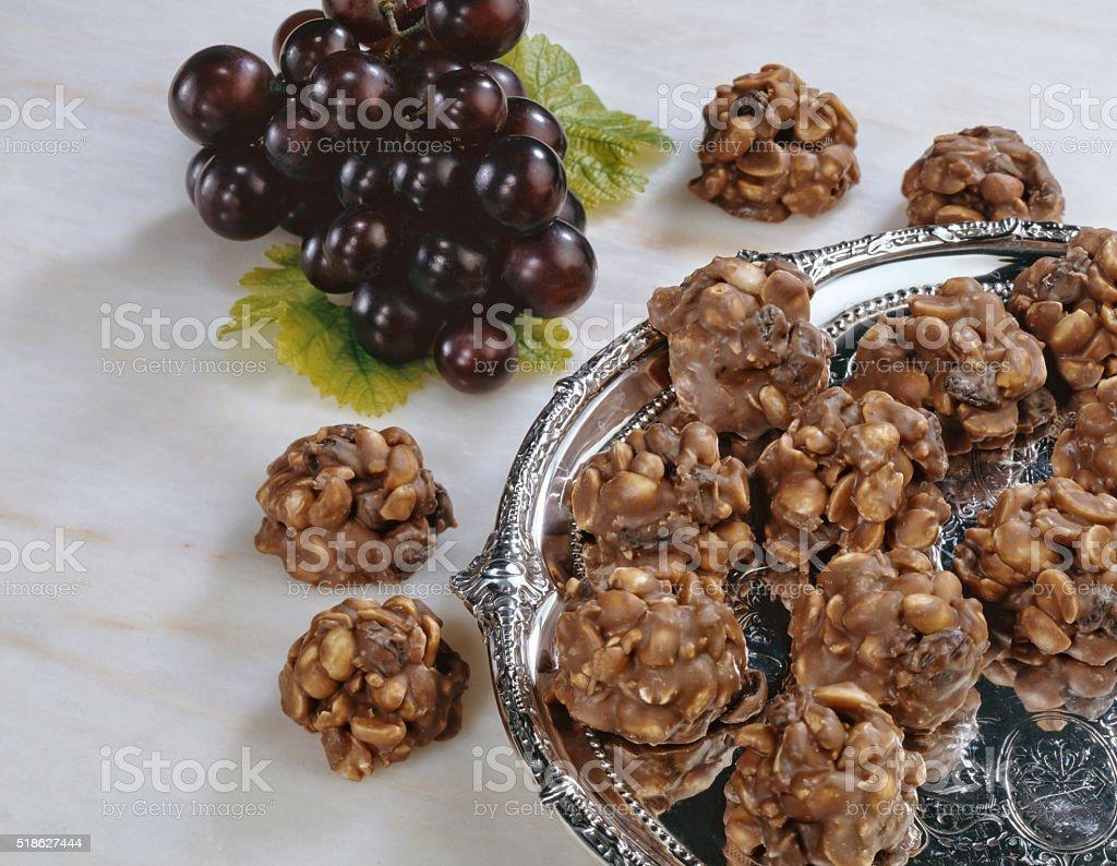 Cacahuete y grupos de pasas - foto de stock
