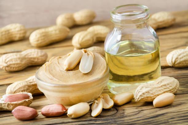 peanut butter und öl - erdnusssalatdressings stock-fotos und bilder