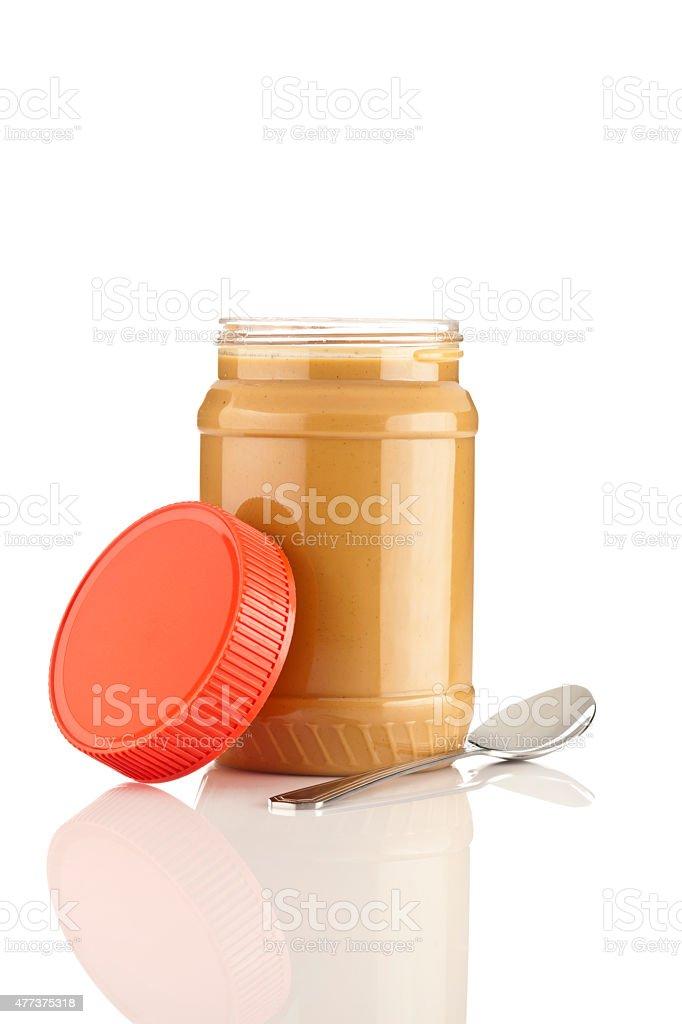 Peanut butter Gefäß mit Löffel, isoliert auf weiss – Foto