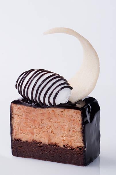 erdnuss marquise kuchen - waffelbecherkuchen stock-fotos und bilder