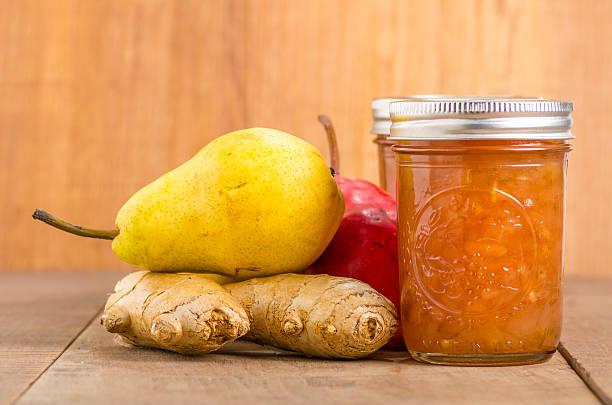 pfirsich-ingwer-marmelade in mason jar - ingwermarmelade stock-fotos und bilder