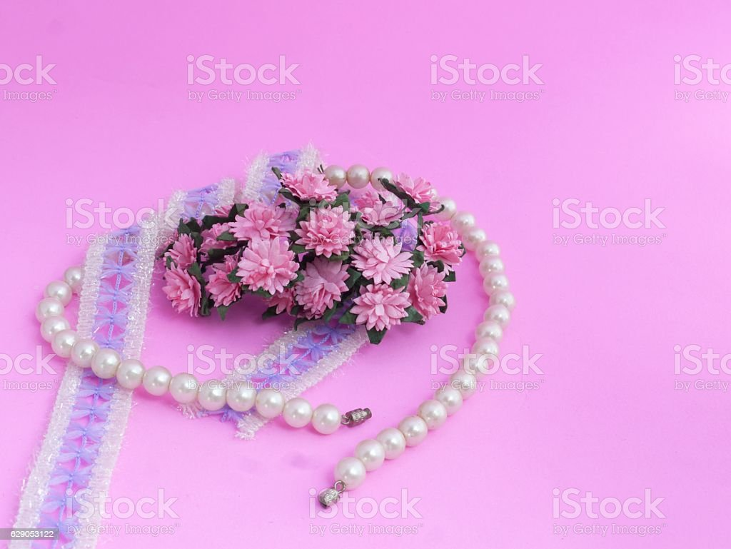 Pink lace pearls bracelet. flowers
