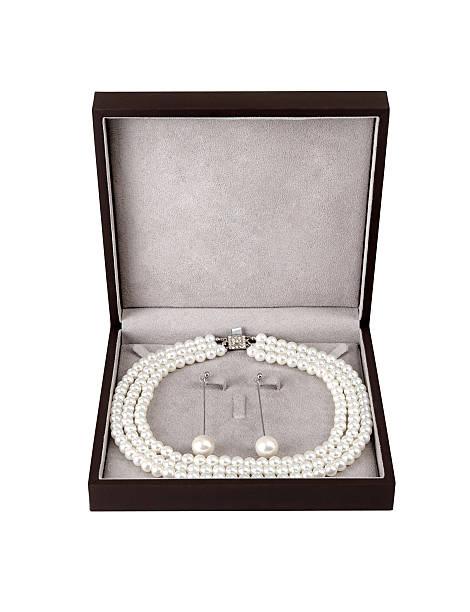 pearl jewelry mit clipping path - ohrringe tropfen stock-fotos und bilder