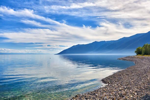 Kiesel Ufer des Baikalsees – Foto