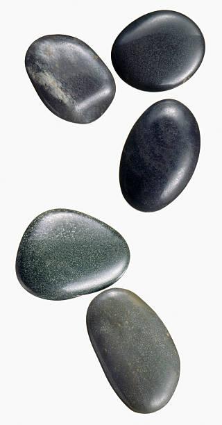 Kiesel Steine auf weiß-Schnitt – Foto