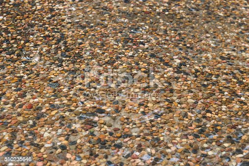 wet gravel pebblecrete wet driveway stock photo 510235646 istock