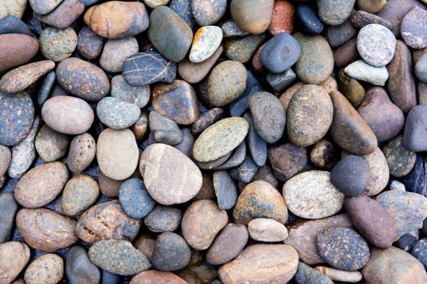 pebbles background.gravel background.colorful pebbles background - gartenkies stock-fotos und bilder