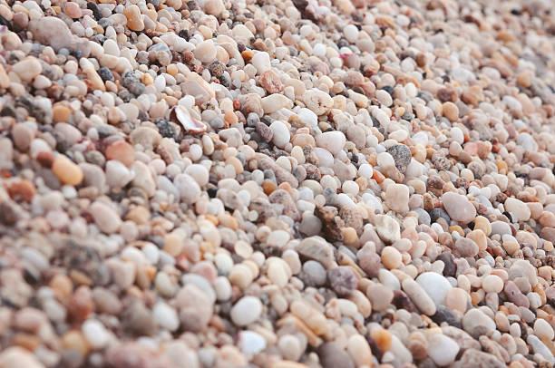 pebbles - pink and orange seashell background stockfoto's en -beelden
