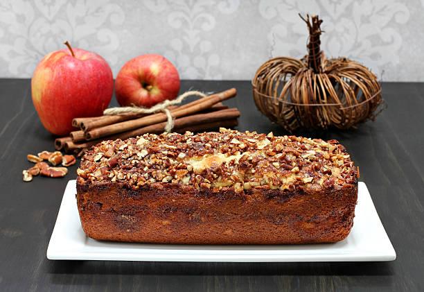 pecan, apfel und zimt-gebäck und kuchen. - zimt pekannüsse stock-fotos und bilder
