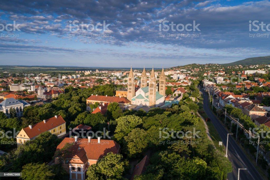 Pecs, Szekesegyhaz. Vogelperspektive – Foto