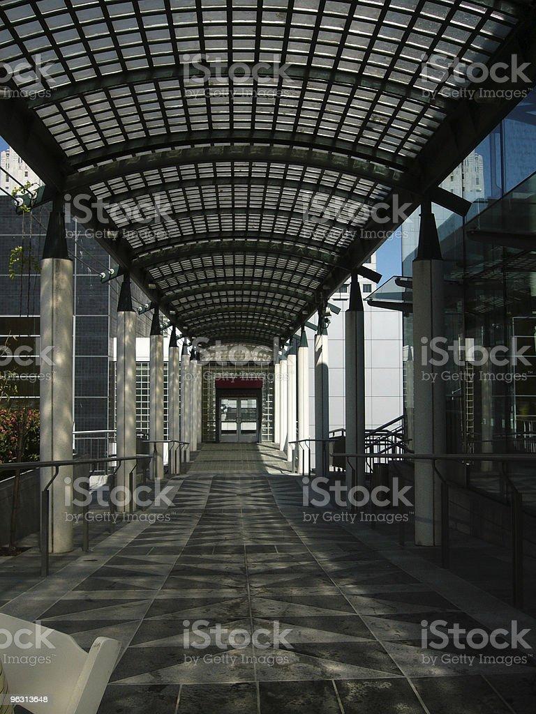 pedestrain walkway - Royaltyfri Arkitektur Bildbanksbilder