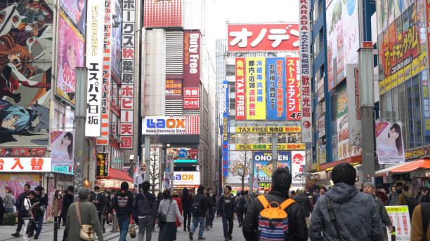 Fußgänger am Tokyo Takeshita Market Place – Foto