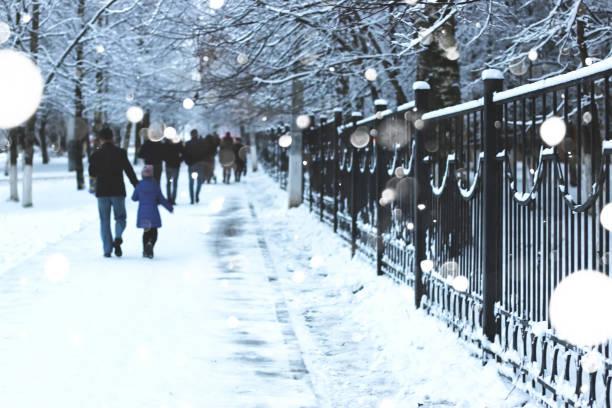pedestrian sidewalk the fence winter - city walking background foto e immagini stock