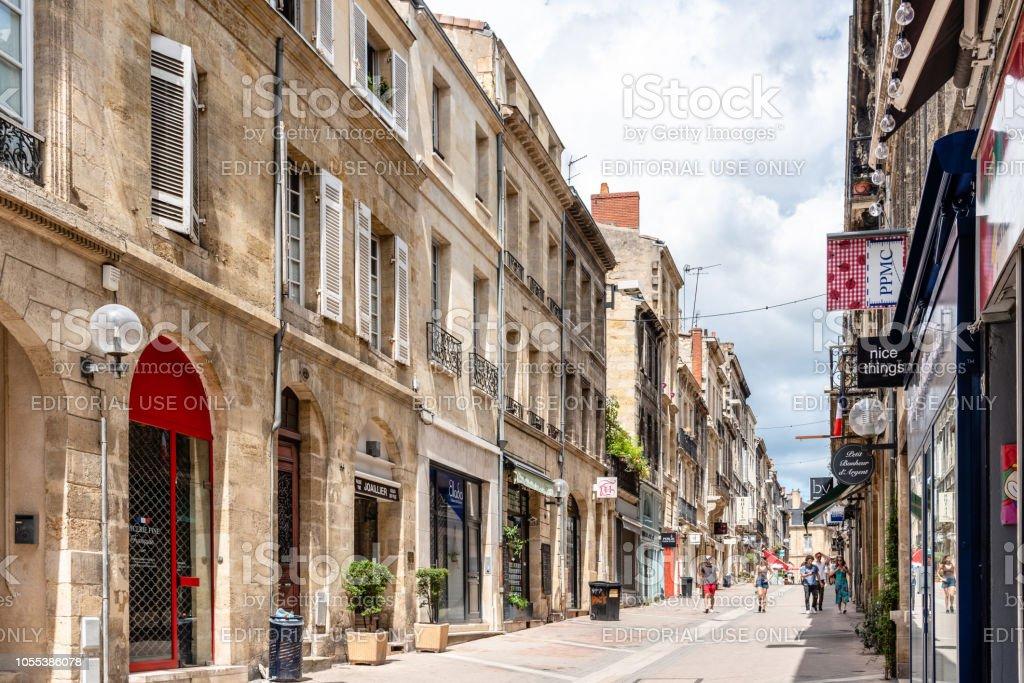 Rue piétonne dans le centre historique de Bordeaux - Photo