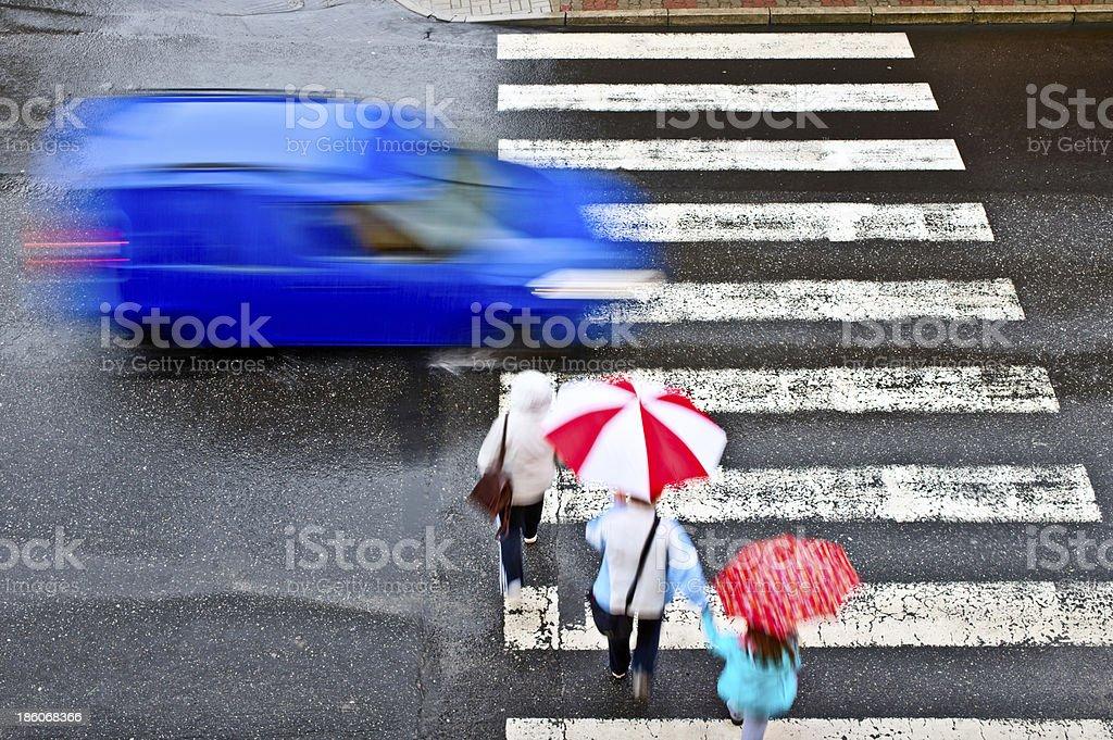 De peatones con - Foto de stock de Paso de cebra libre de derechos