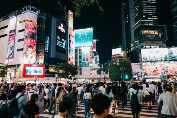 Pedestrians crosswalk at shopping area Shibuya, district in Tokyo, Japan – zdjęcie