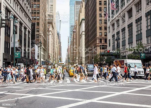Pedestrians On Zebra Crossing New York City Stockfoto en meer beelden van Alleen volwassenen
