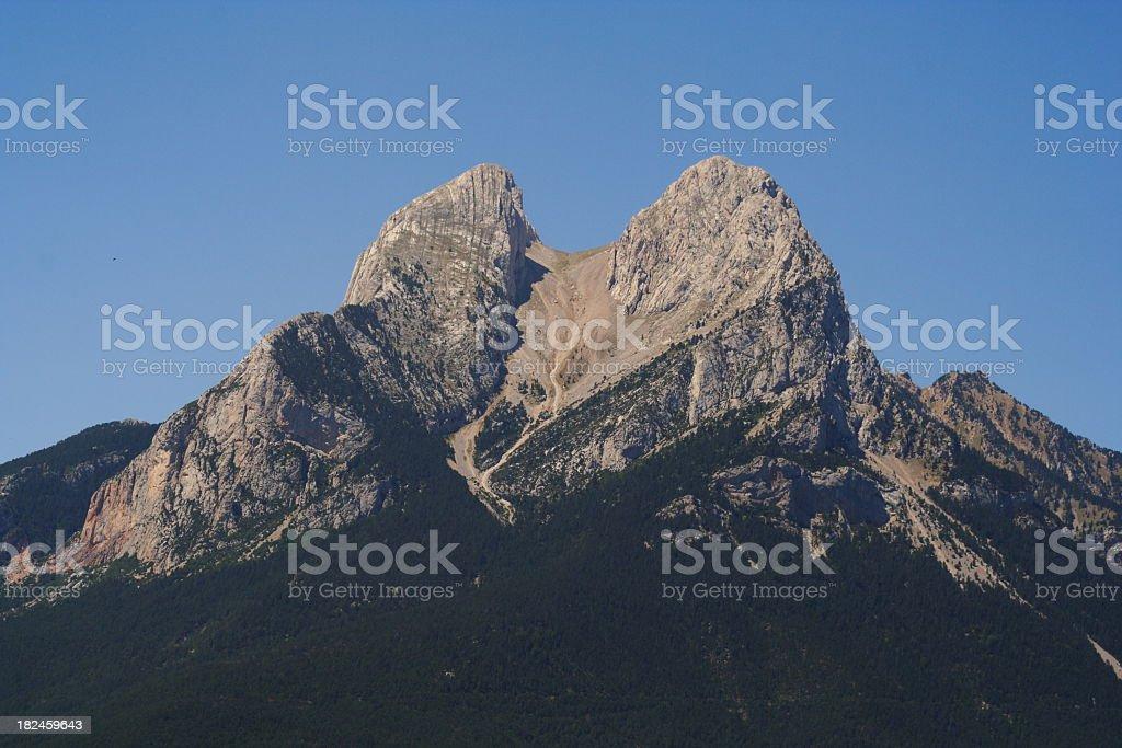 Pedraforca a las montañas, famosa atracción. de cataluña foto de stock libre de derechos