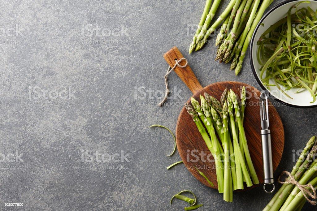 Schälen Und Kochen Frischen Rohen Spargel Stockfoto Und Mehr Bilder