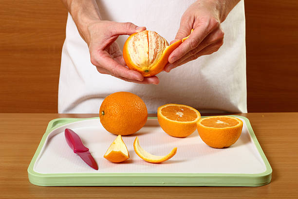 peeling-orange - peeling zu hause machen stock-fotos und bilder