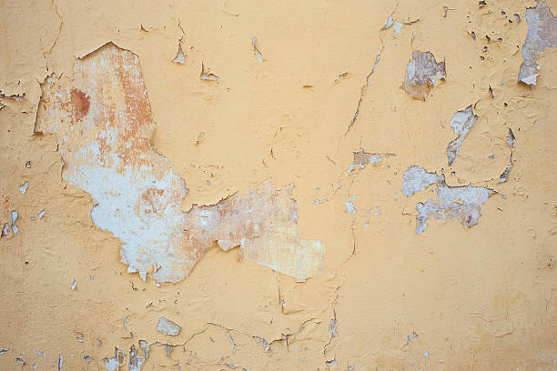 peeling bemalte wand - falsche malerei wände stock-fotos und bilder