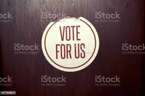 Peeling round sticker with the words vote for us printed picture id877326672?b=1&k=6&m=877326672&s=612x612&h=59ahoysogo1elqhffy htihrbazpitsps1mpu3boyac=