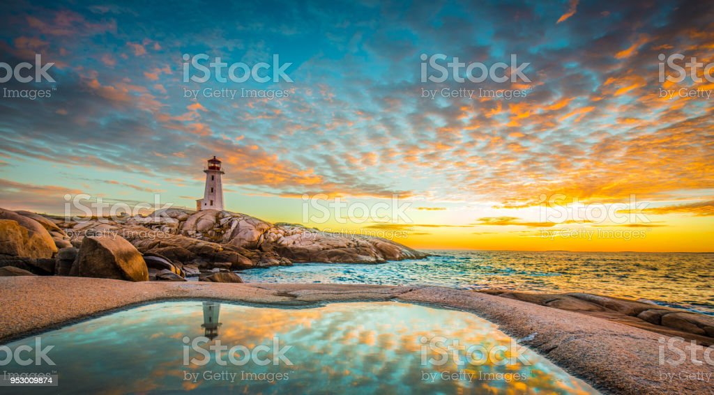 Peggy's cove lighthouse sunset ocean view landscape in Halifax, Nova Scotia - Royalty-free Amor Foto de stock