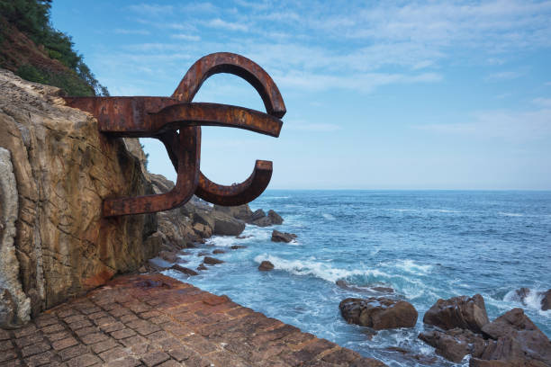 peine del viento skulptur in san sebastian, spanien. - san sebastian donostia stock-fotos und bilder