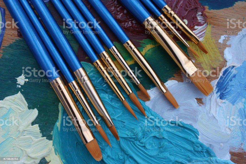 Peinture d'art - atelier d'artiste - Pinceaux - Palette de peinture - Photo