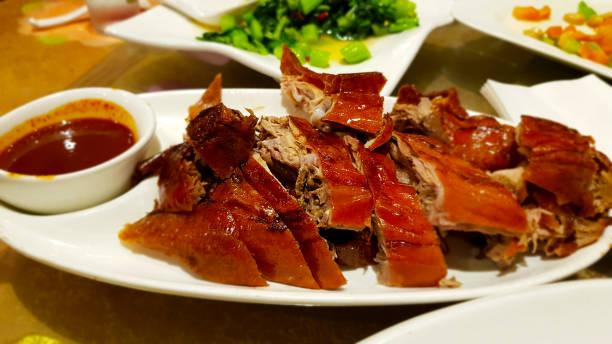 Peking-Ente mit Sauce. Chinesische Küche – Foto