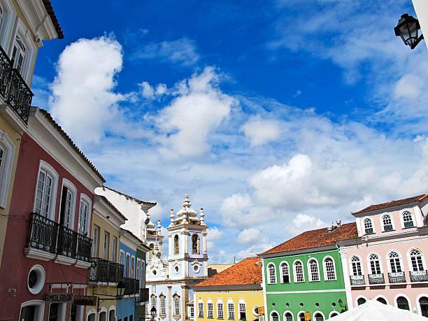 Pelourinho aos edifícios coloniais e Nosso Senhor do Bonfim Igreja de São Salvador - foto de acervo