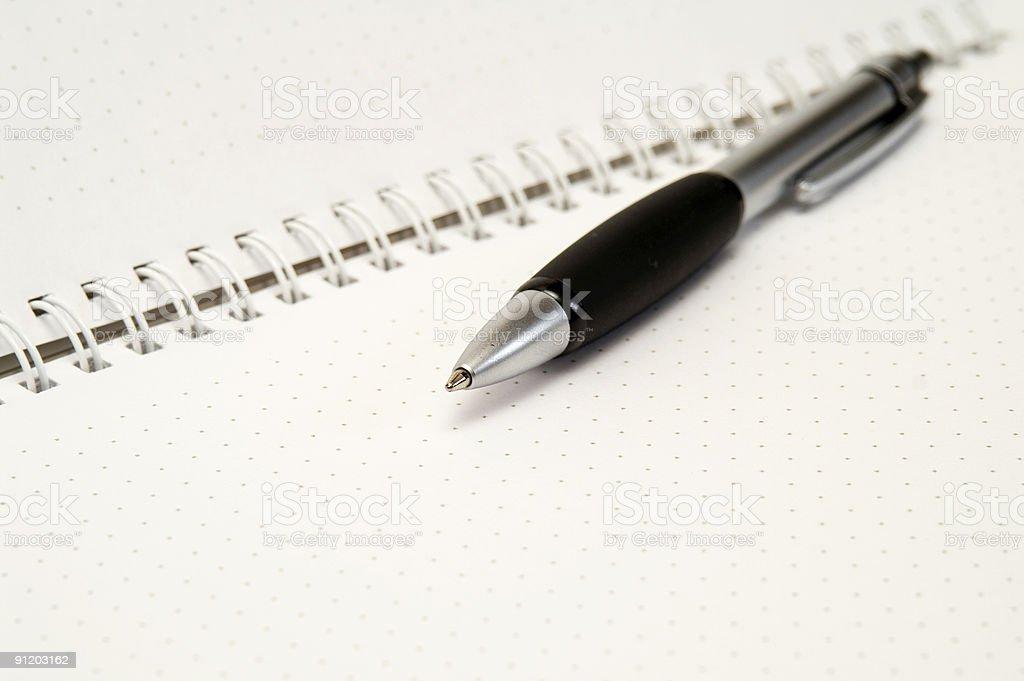 Bolígrafo en portátil - foto de stock