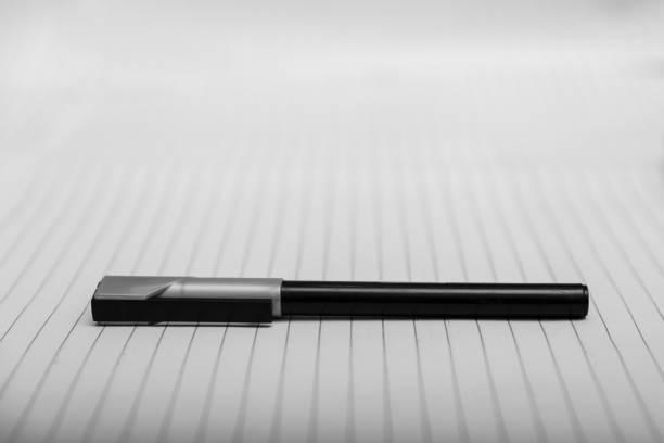 penna på papper - linjerat papper bakgrund bildbanksfoton och bilder