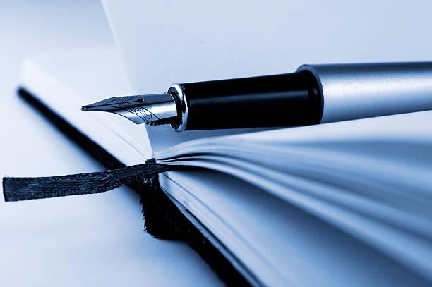 Bolígrafo en el cuaderno de notas - foto de stock