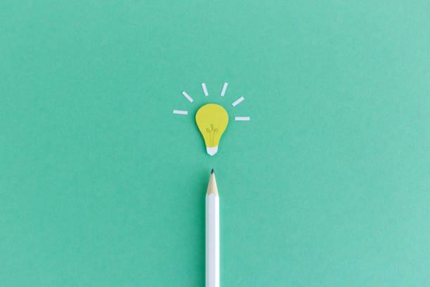 карандаш с лампочкой выше - понятия и темы стоковые фото и изображения