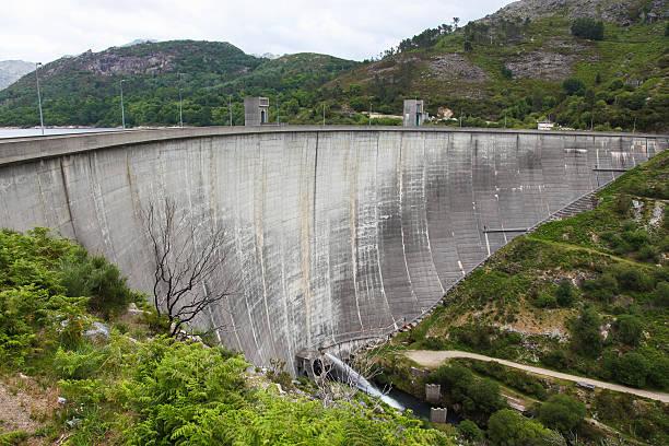 parque nacional de peneda geres no norte da região, portugal - fotos de barragem portugal imagens e fotografias de stock
