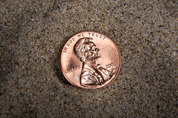 penny im sand - lincoln united stock-fotos und bilder