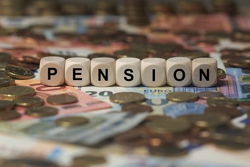 Pension Cube With Letters Money Sector Terms Sign With Wooden Cubes - Fotografie stock e altre immagini di Assegno di mantenimento