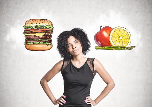 Pensive African American Woman Food Choice - Fotografias de stock e mais imagens de Adulto