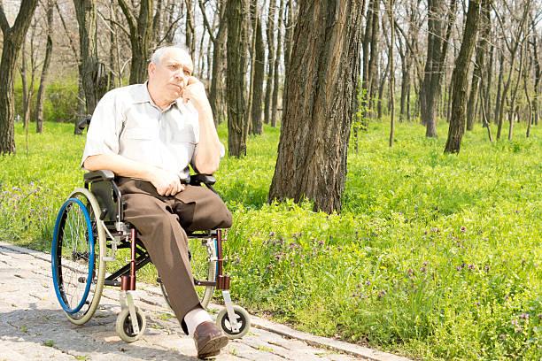 Pensif personnes âgées Amputé - Photo