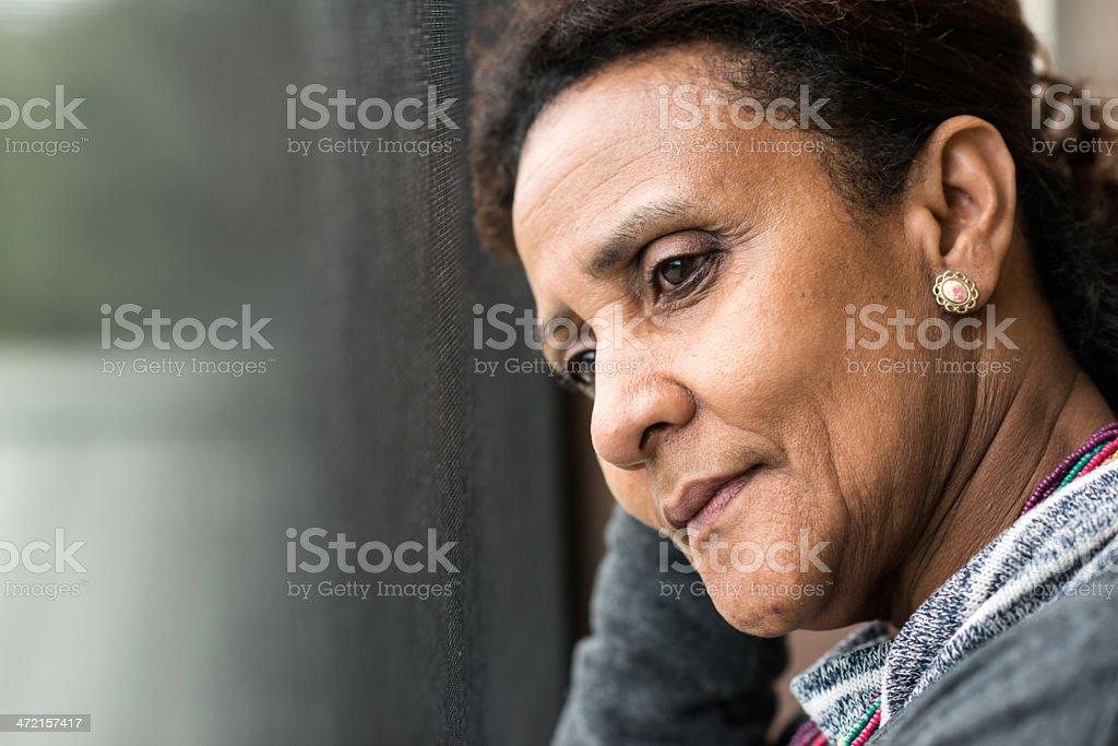 Pensativo mujer madura - foto de stock