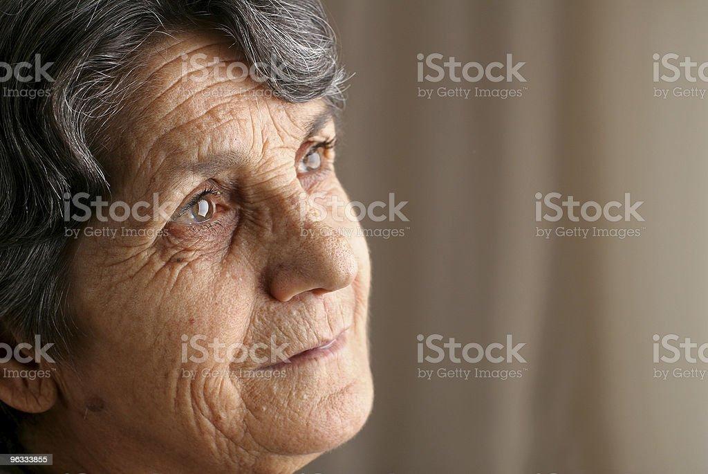 Nachdenklich senior Frau - Lizenzfrei Alter Erwachsener Stock-Foto