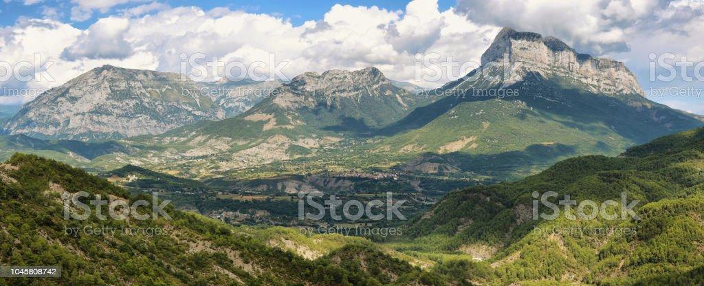 Penya Montanyesa en el Pirineo Aragonés, España. - foto de stock