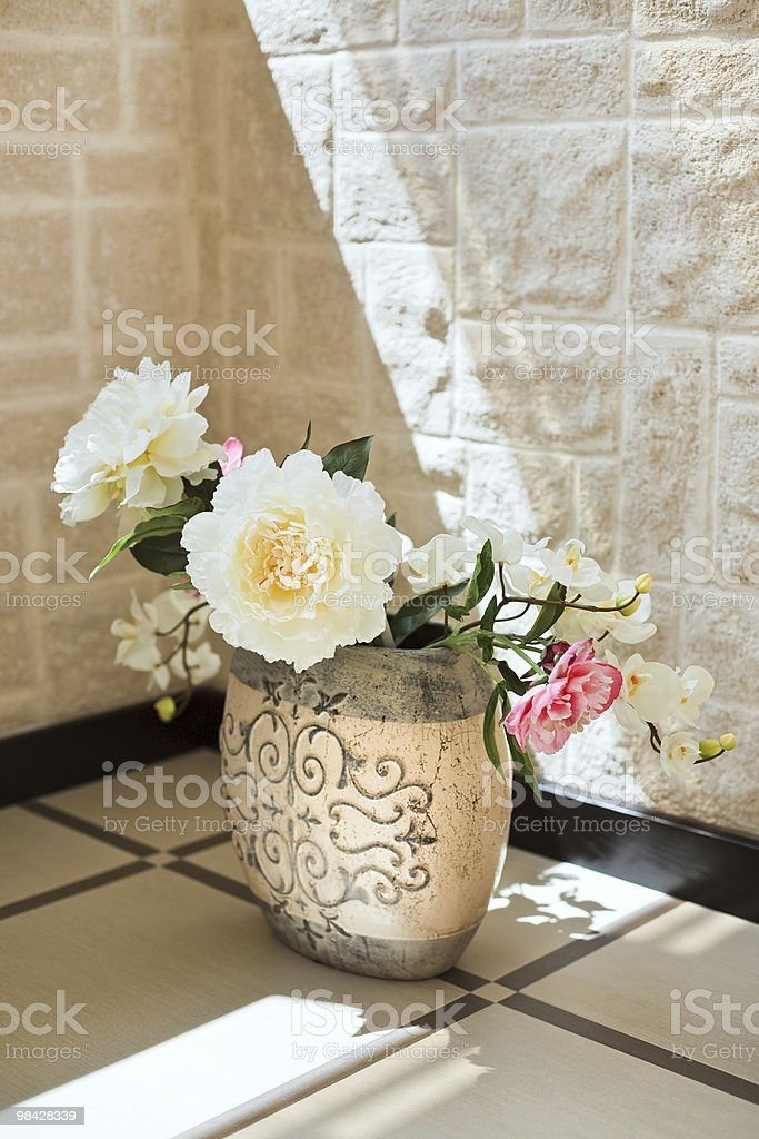 작약 꽃을 도자기 꽃병 royalty-free 스톡 사진