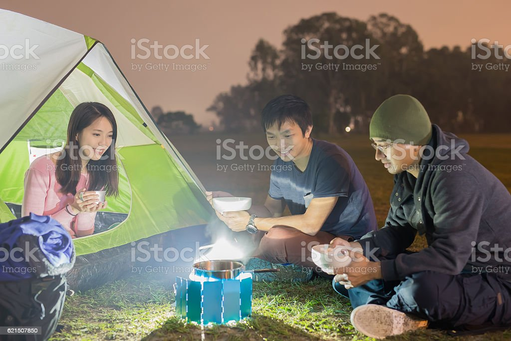 people are camping photo libre de droits
